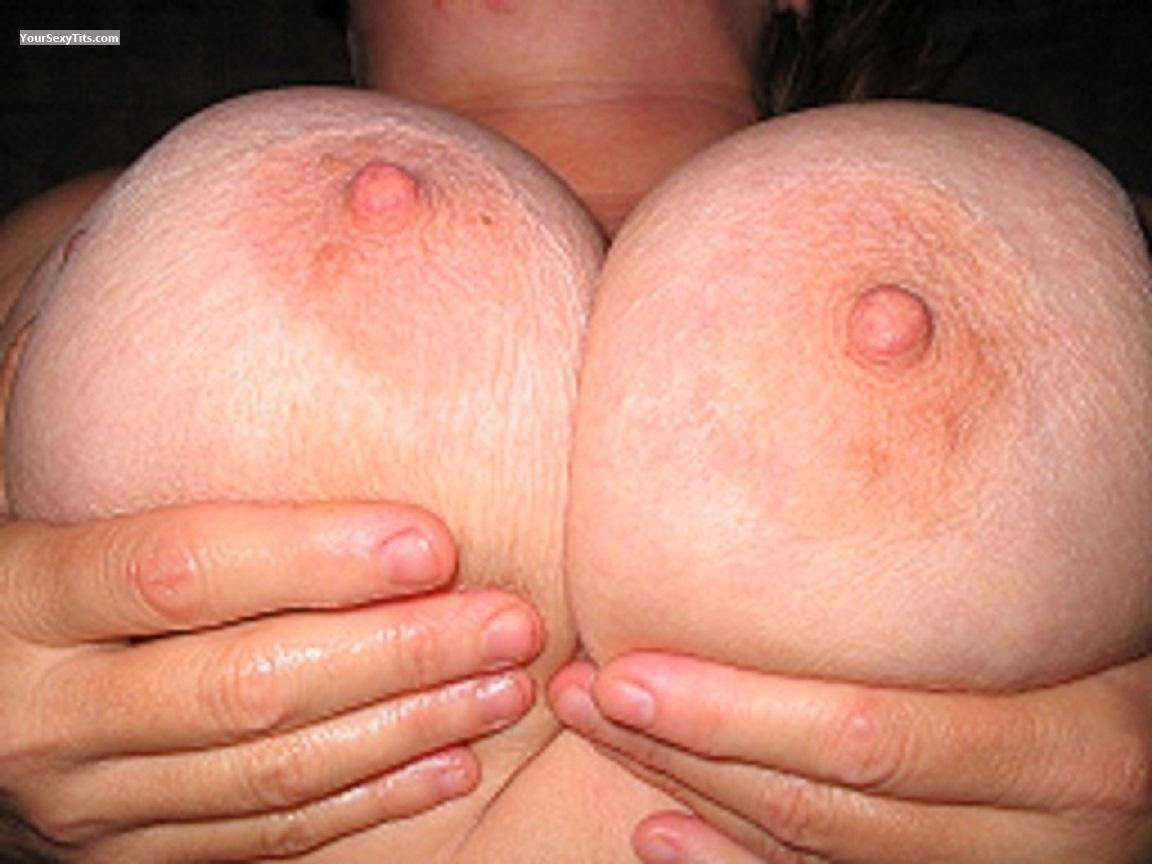Tit Flash: Very Big Tits - DDsisters from United States