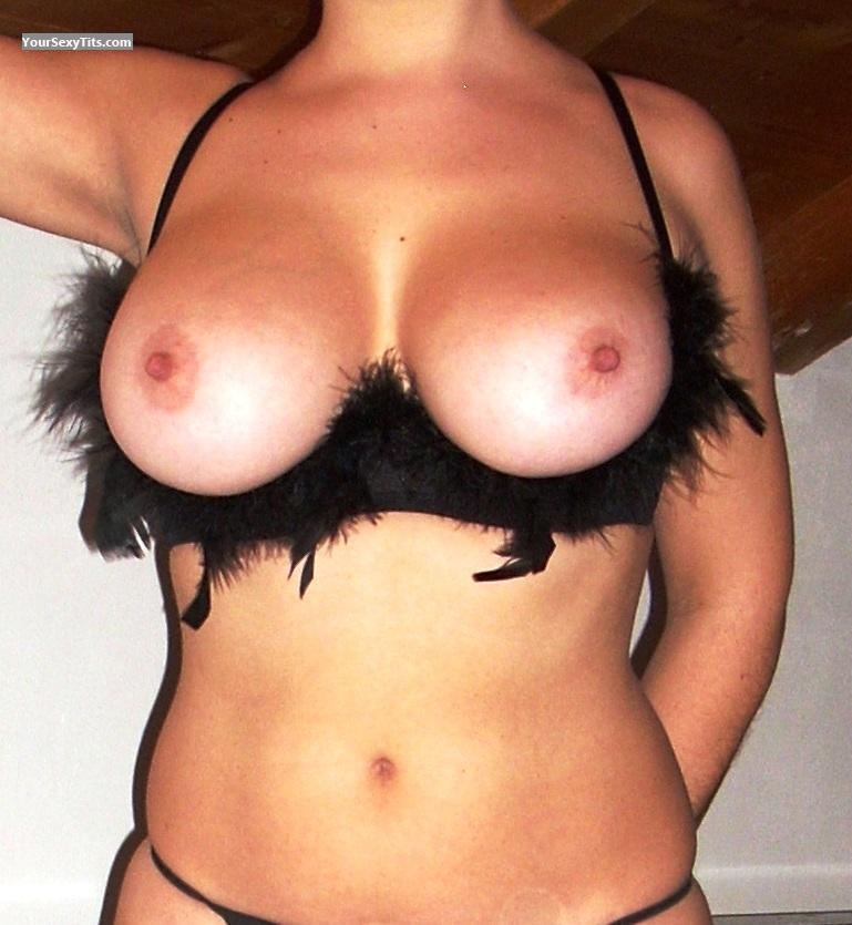Tit Flash: Very Big Tits - Aly from Italy