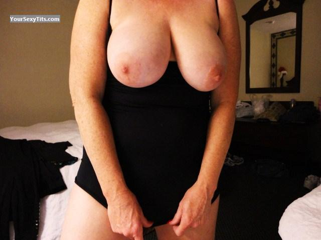 Tit Flash: Very Big Tits - Redopal from United States