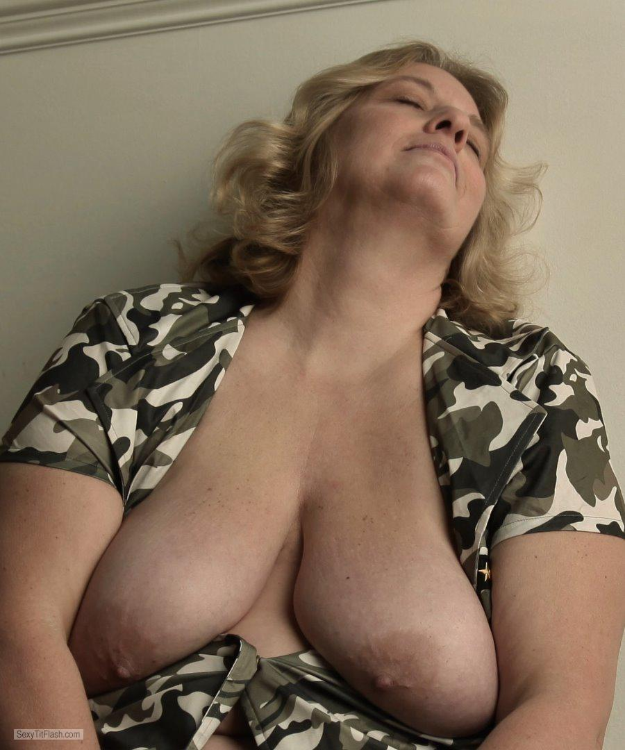 Very big Tits Of My Wife Topless Dusty