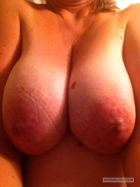 Tit Flash: Wife's Very Big Tits (Selfie) - Swallows from United States