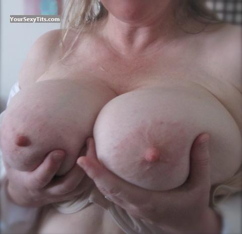 Tit Flash: Very Big Tits - Mary from United States