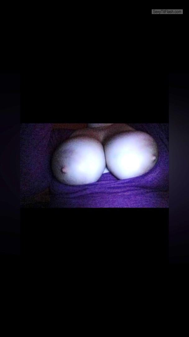 Tit Flash: Girlfriend's Very Big Tits - Slut from United States