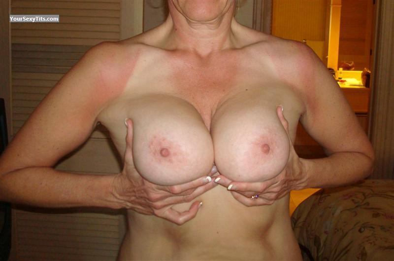 Tit Flash: Very Big Tits - Lynn from United States