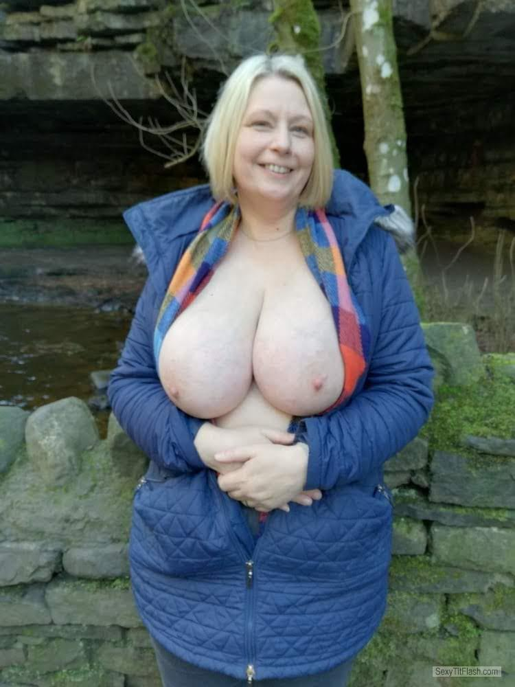 Tit Flash: Wife's Very Big Tits - Topless Yorks_Jenny from United Kingdom