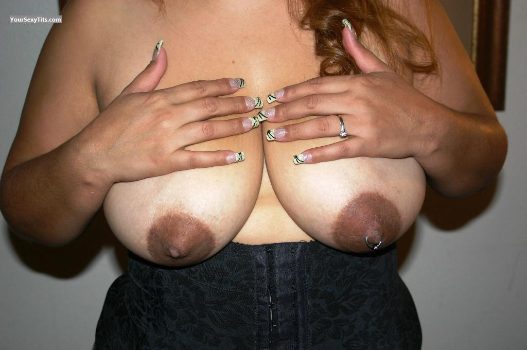Tit Flash: Very Big Tits - Rosie from United StatesPierced Nipples