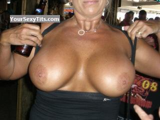 Tit Flash: Very Big Tits - Rachael from United States