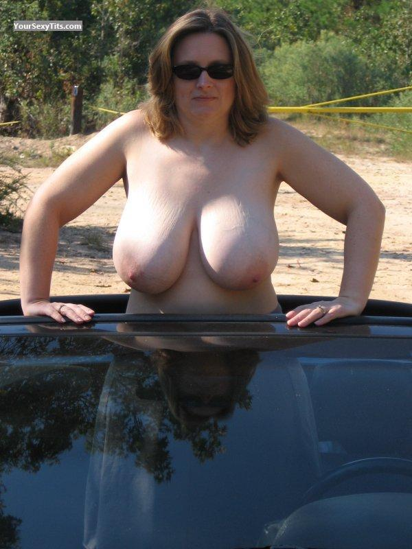 Very big Tits Topless Convertible Girl