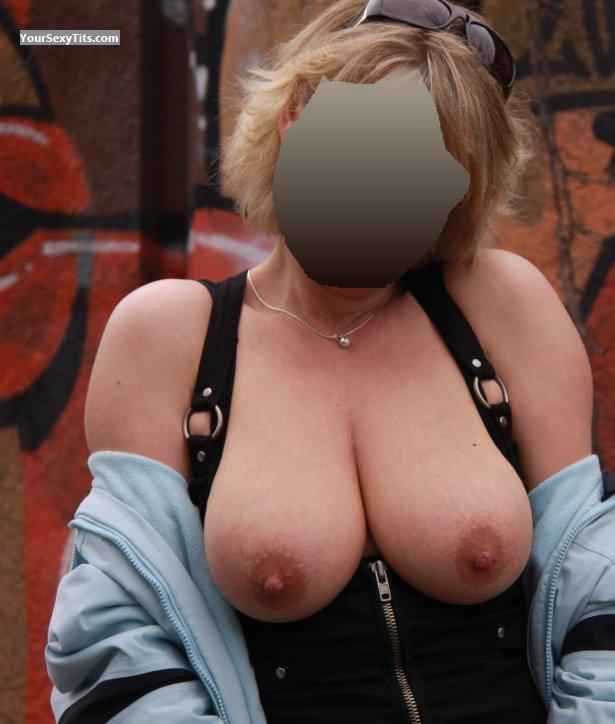 Very big Tits Viking_grl