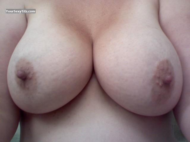 Tit Flash: Very Big Tits - Toasties from United States
