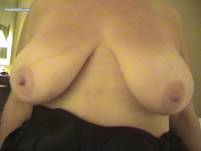 Tit Flash: Very Big Tits - Gail from United States