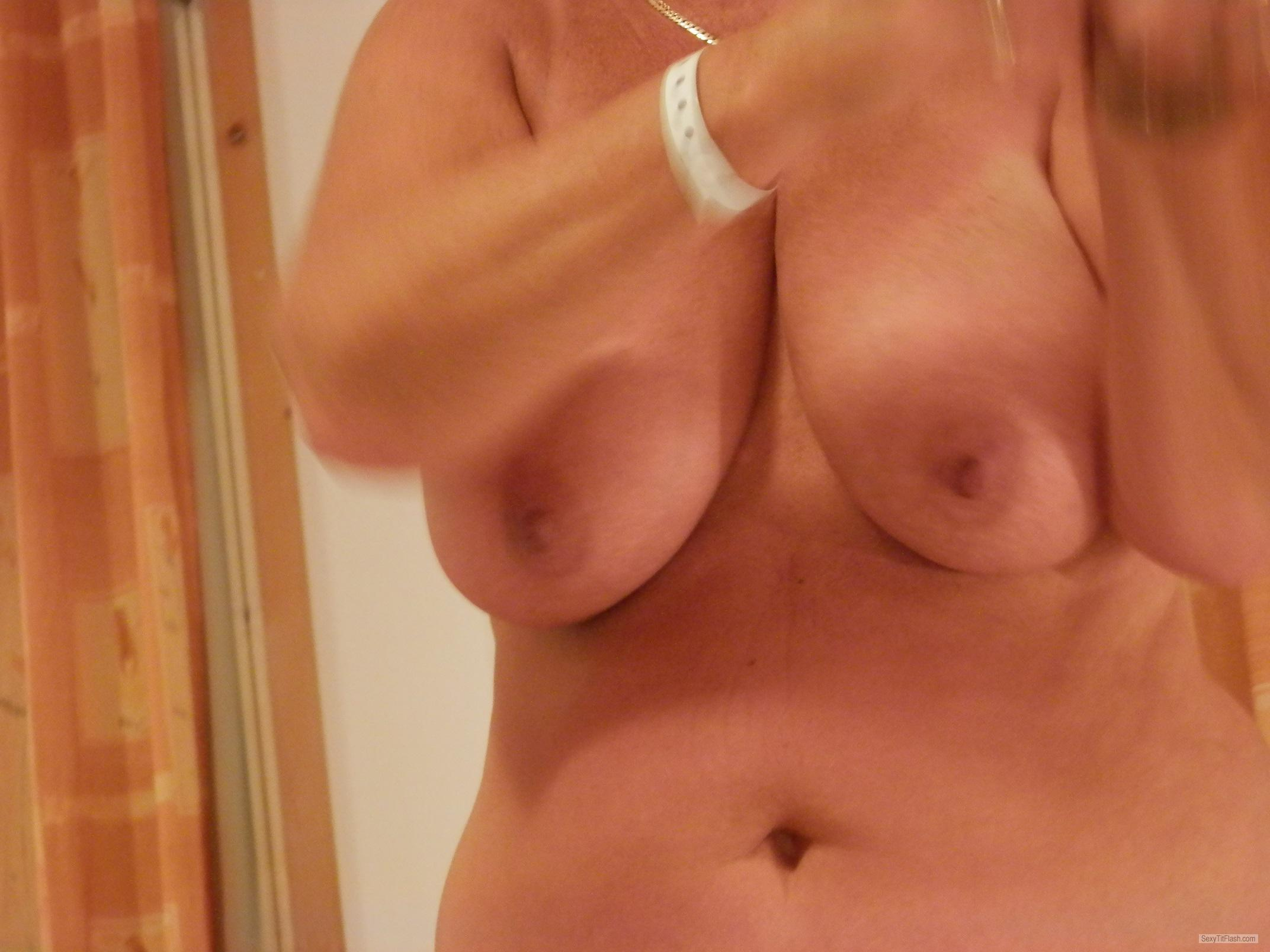 Tit Flash: Wife's Very Big Tits - Carol from United Kingdom