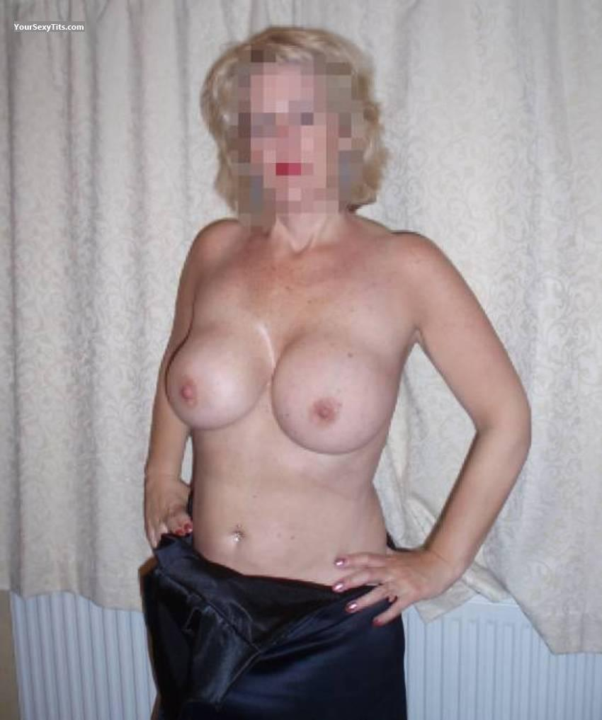 Very big Tits Blondie