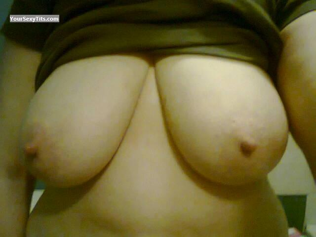 Tit Flash: Very Big Tits - Vixen from United Kingdom
