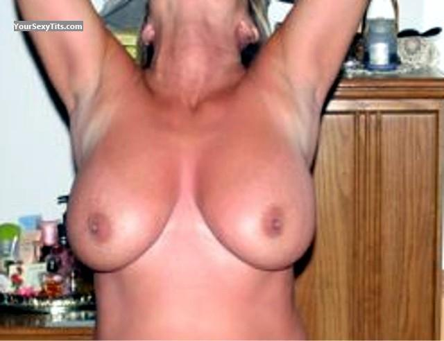 Tit Flash: Very Big Tits - Lea from United States