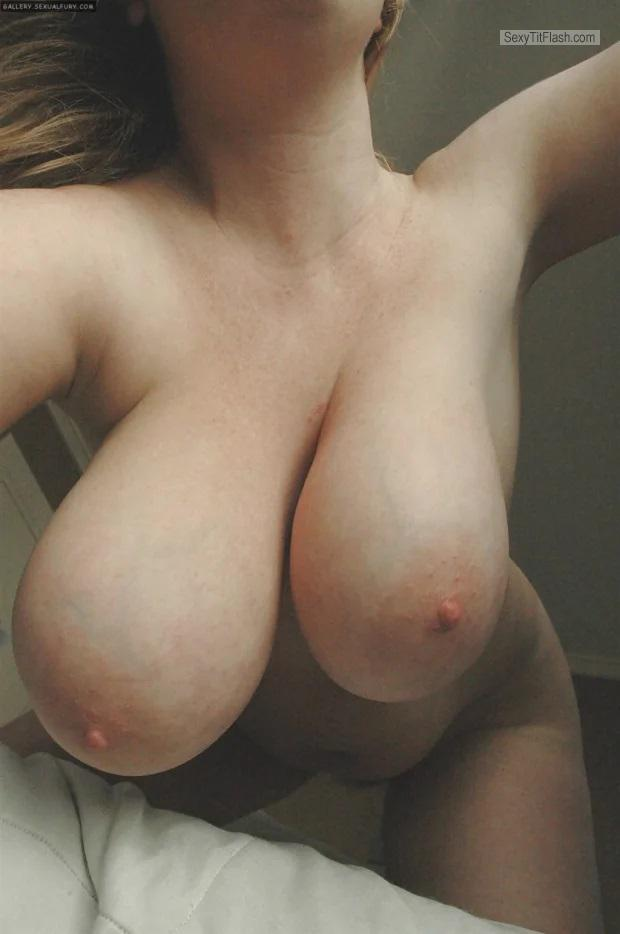 Tit Flash: Wife's Very Big Tits - Anon from Italy