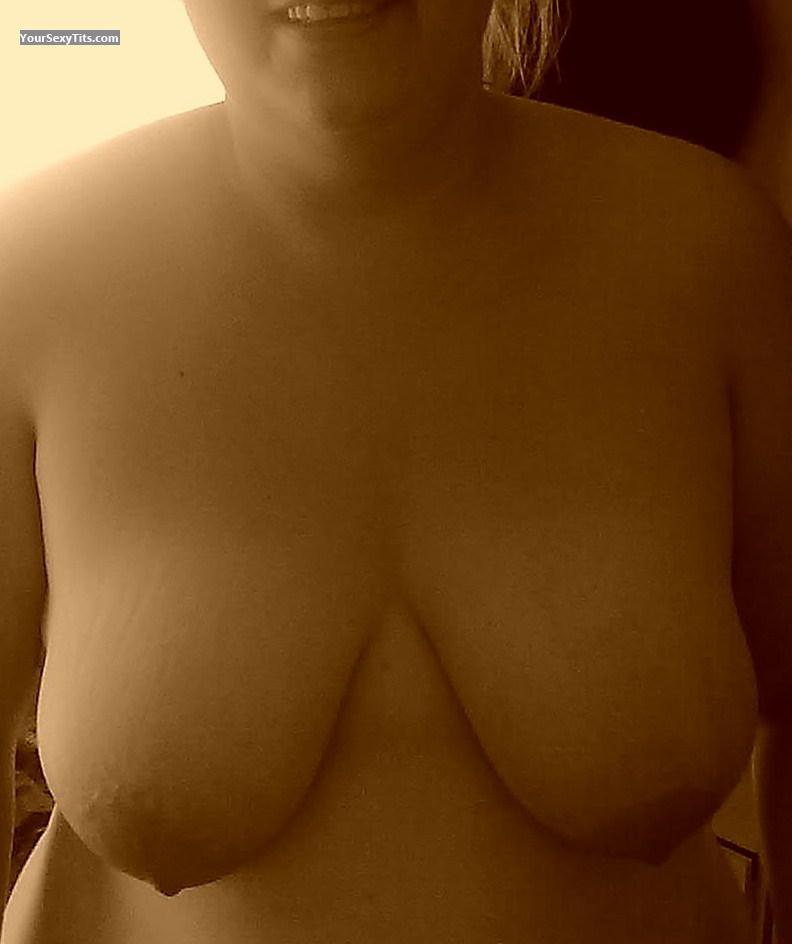 Tit Flash: Very Big Tits - Hayley from United Kingdom