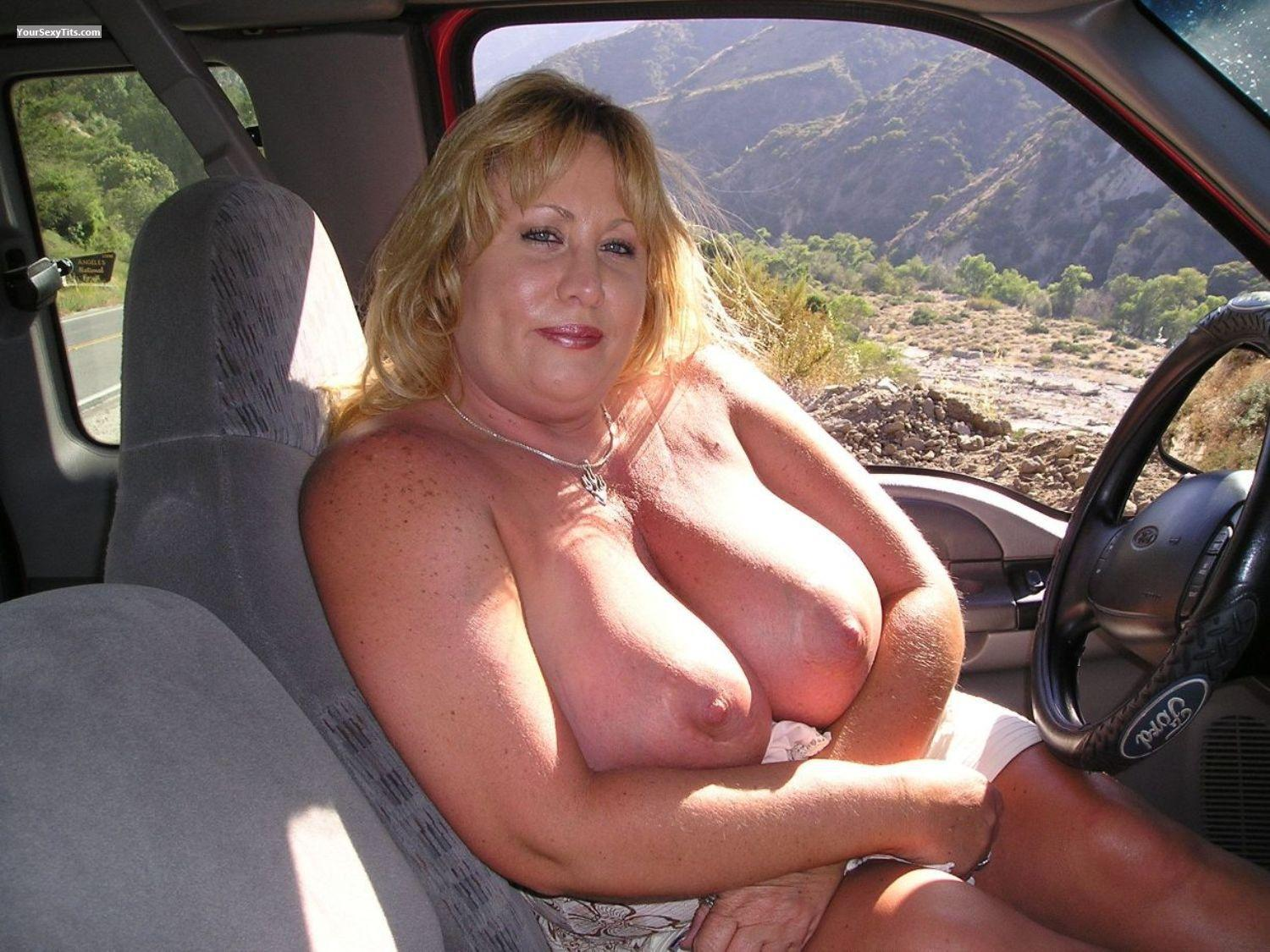 Tit Flash: Very Big Tits - Topless Lisa from United States