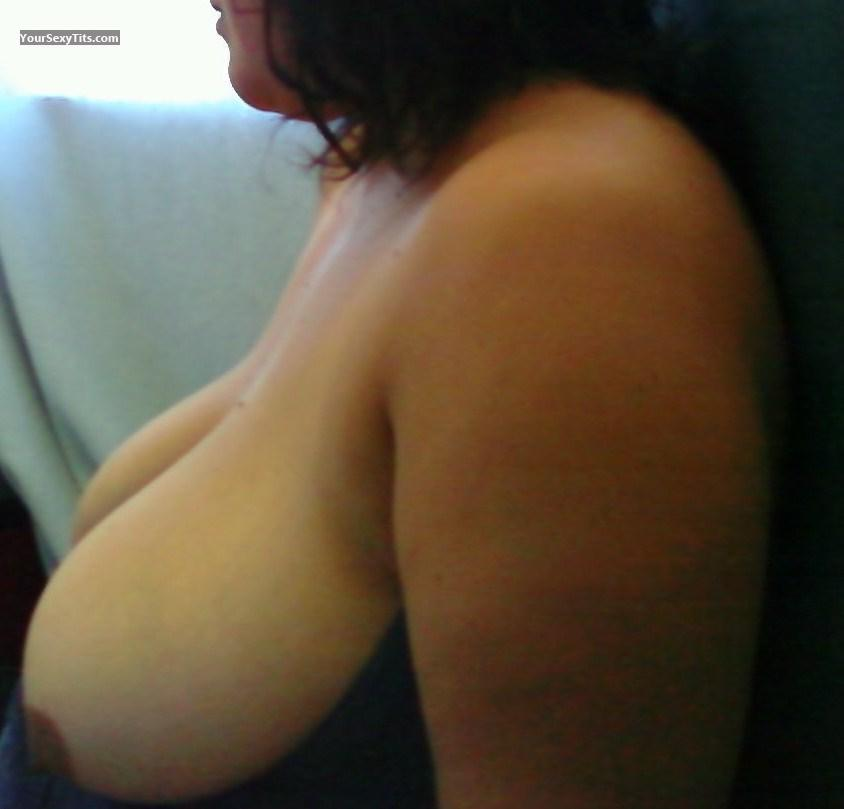Very big Tits Brown Beauty