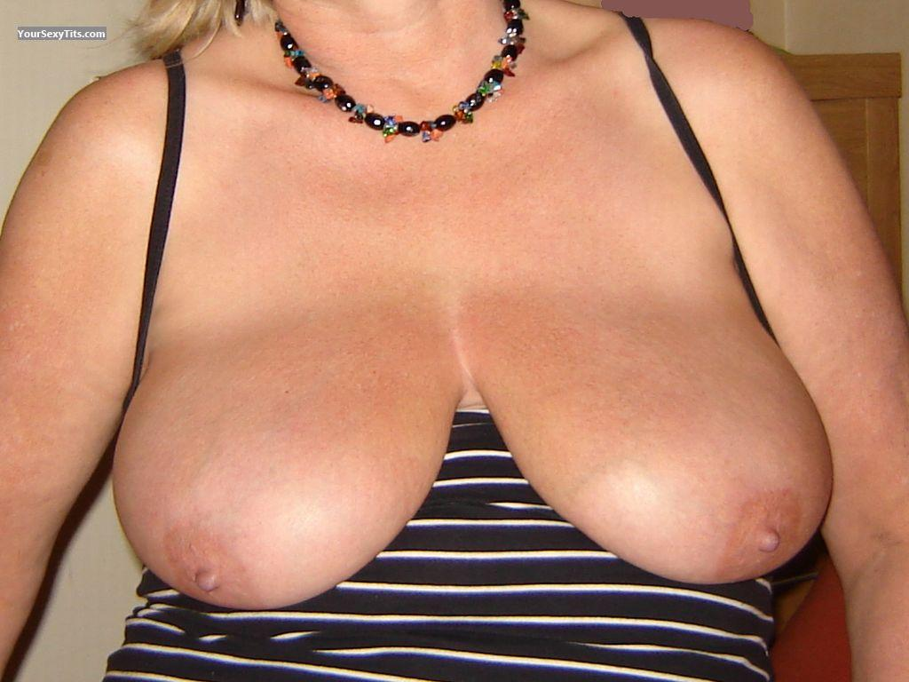 Tit Flash: Very Big Tits - Nelly from Netherlands