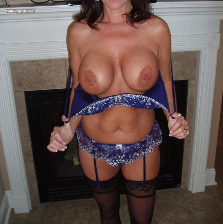 Tit Flash: Wife's Very Big Tits - Exotica from United States