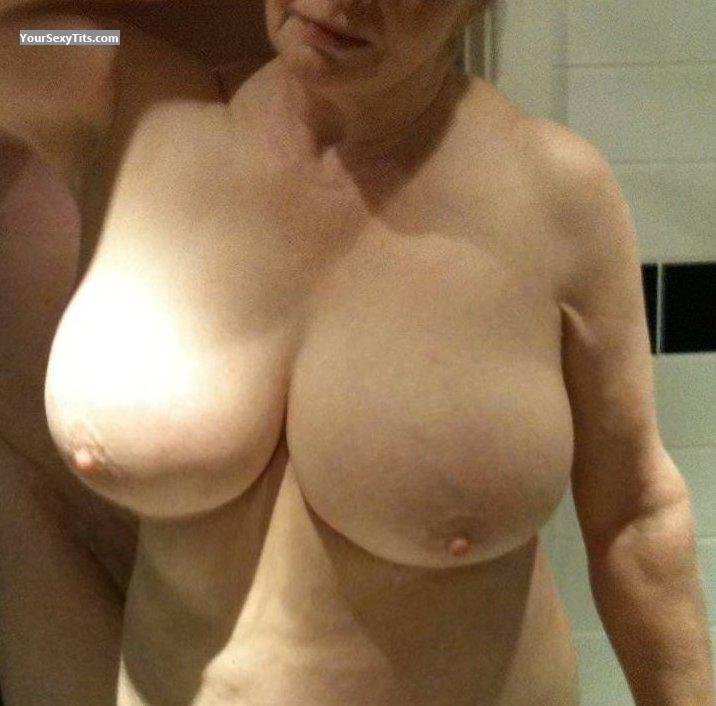 Very big Tits YvetteD