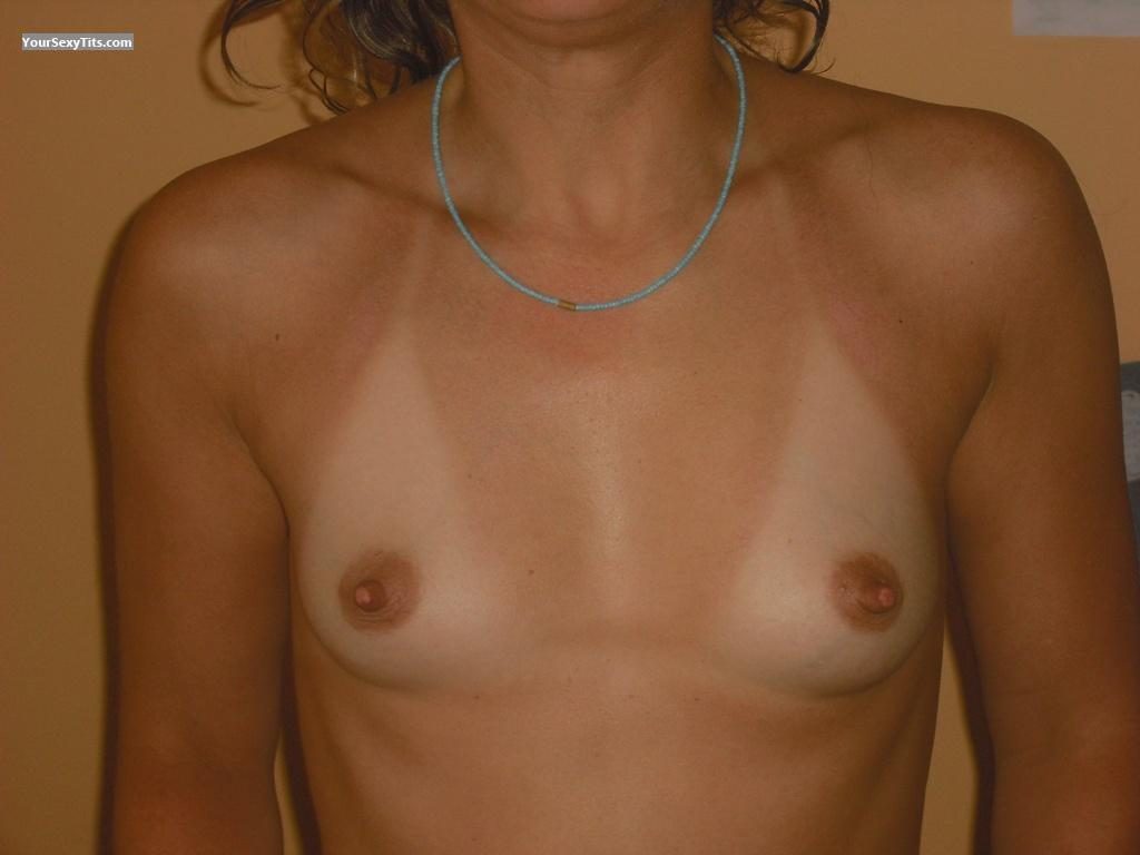 Tit Flash: Very Small Tits - Isa from France